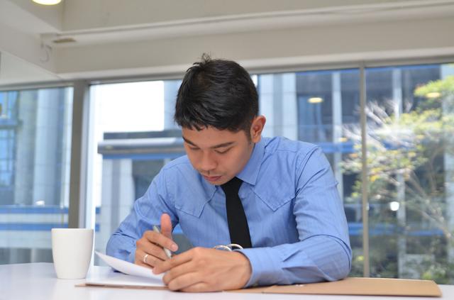 在職証明書の書き方や例文・文例・書式や言葉の意味などと記入例